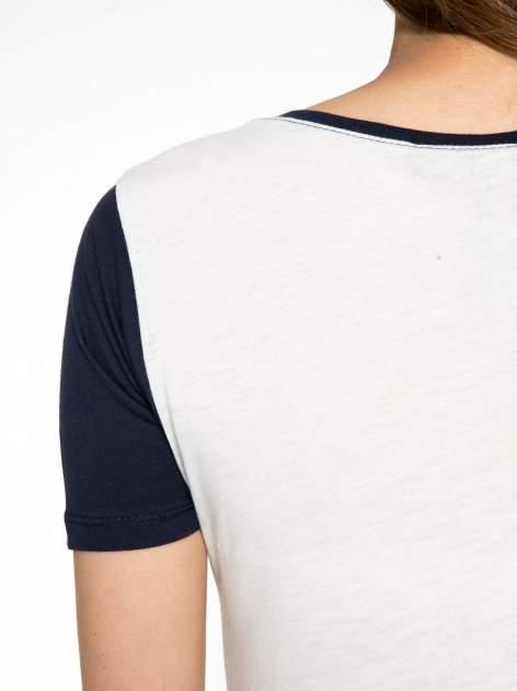 Melanżowo-granatowy t-shirt z nadrukiem FASHION 88                                  zdj.                                  9
