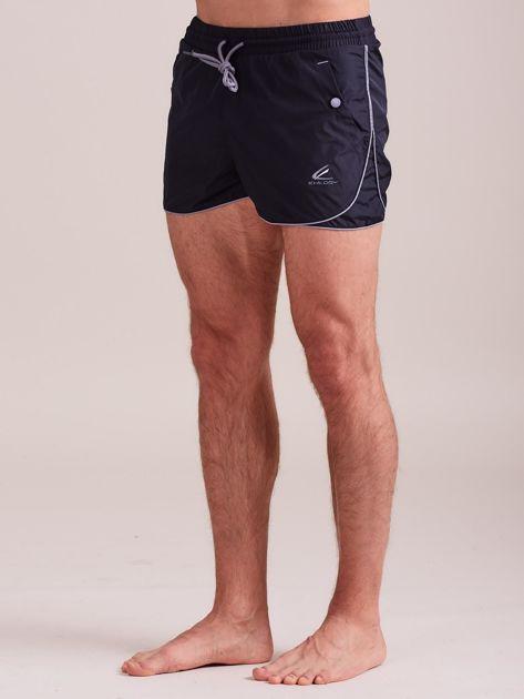 Męskie szorty kąpielowe z jasną lamówką granatowe                              zdj.                              1