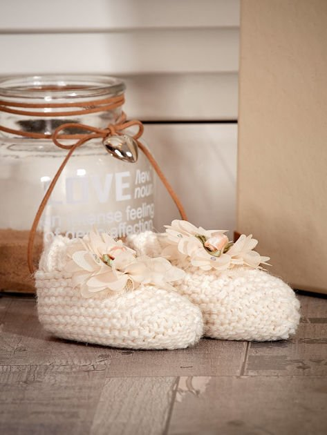 Miękkie buciki dziewczęce z ozdobnymi kwiatami ecru                              zdj.                              3