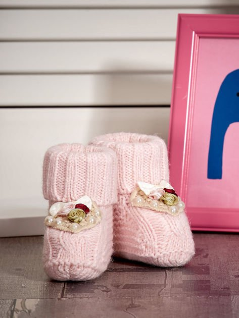 Miękkie buciki dziewczęce z ozdobnymi serduszkami jasnoróżowe                              zdj.                              4