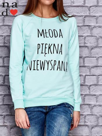 Miętowa bluza z napisem MŁODA PIĘKNA NIEWYSPANA                                  zdj.                                  1