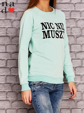Miętowa bluza z napisem NIC NIE MUSZĘ                                   zdj.                                  3