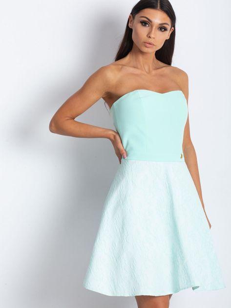 Miętowa rozkloszowana sukienka bez ramiączek                              zdj.                              2