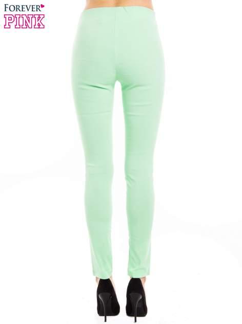 Miętowe dopasowane spodnie typu tregginsy                                  zdj.                                  3