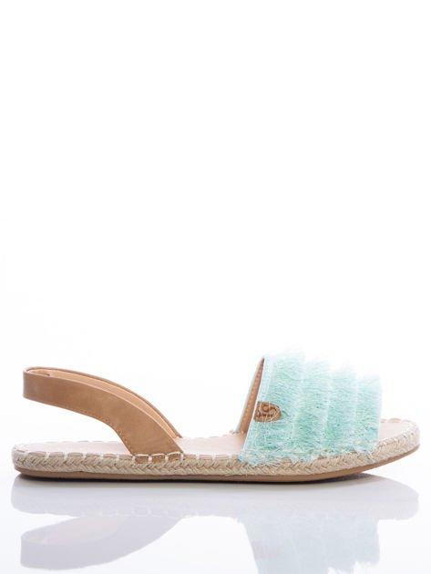 Miętowe sandały z ozdobnym frędzelkowym przodem