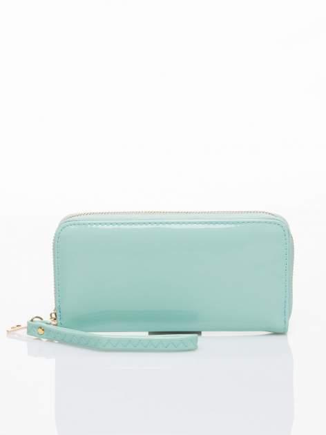 Miętowy lakierowany portfel z rączką