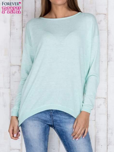 Miętowy nietoperzowy sweter oversize z dłuższym tyłem