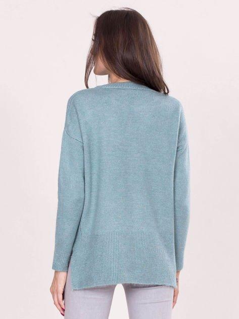 Miętowy sweter z dłuższym tyłem                              zdj.                              2