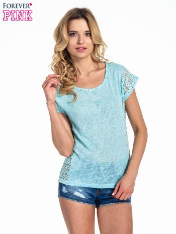 Miętowy t-shirt z koronkowym tyłem i dżetami                                  zdj.                                  1
