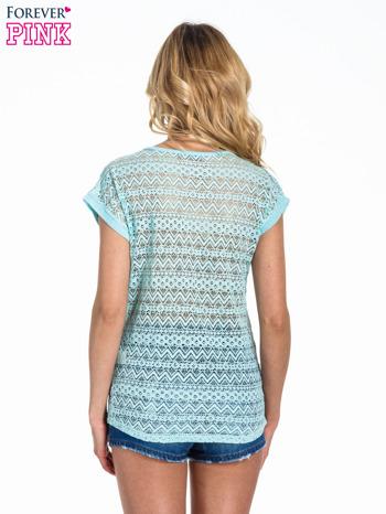 Miętowy t-shirt z koronkowym tyłem i dżetami                                  zdj.                                  3