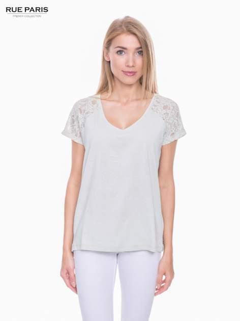 Miętowy t-shirt z koronkowymi rękawami i szyfonowym tyłem