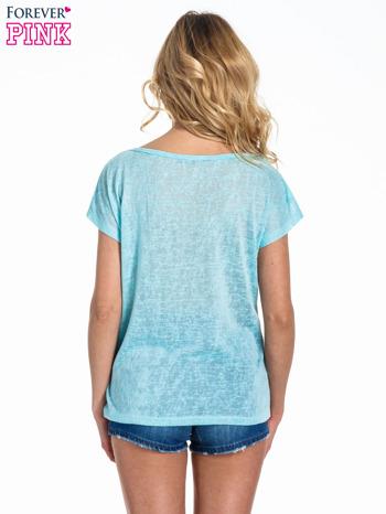 Miętowy t-shirt z kryształkami na rękawach                                  zdj.                                  3