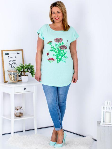 Miętowy t-shirt z kwiatowym printem PLUS SIZE                              zdj.                              4
