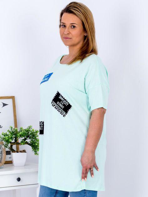 Miętowy t-shirt z nadrukiem naszywek PLUS SIZE                              zdj.                              5