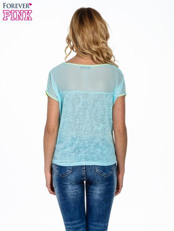 Miętowy t-shirt z wiązaniem z boku                                  zdj.                                  4