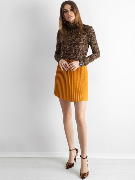 Musztardowa plisowana spódnica z paskiem                              zdj.                              4