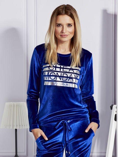 Niebieska aksamitna bluza ze srebrnym nadrukiem                                  zdj.                                  1
