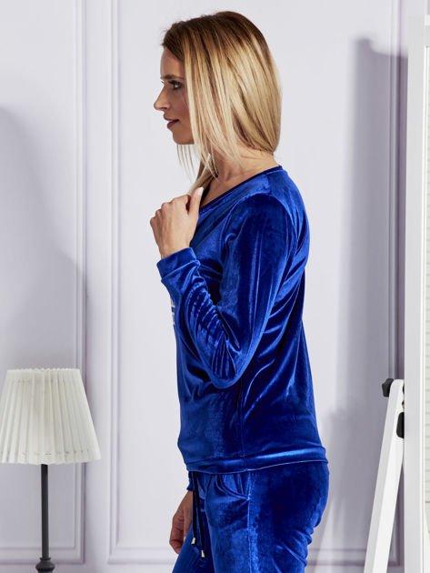 Niebieska aksamitna bluza ze srebrnym nadrukiem                              zdj.                              5