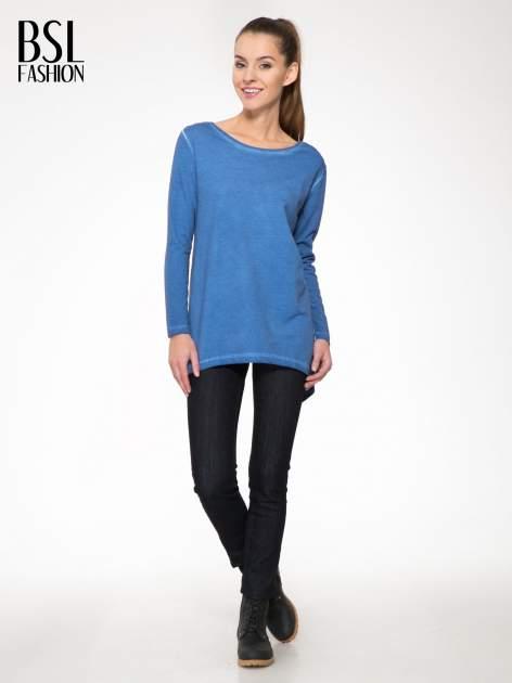 Niebieska bluza z koronkową wstawką na plecach                                  zdj.                                  2