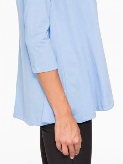 Niebieska bluzka o rozkloszowanym kroju z rękawem 3/4                                  zdj.                                  8