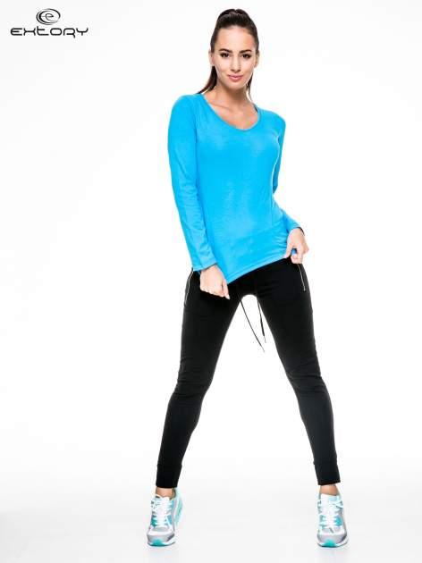 Niebieska bluzka sportowa z dekoltem V                                  zdj.                                  3