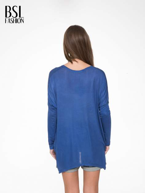 Niebieska bluzka z asymetrycznym cięciem na dole                                  zdj.                                  4