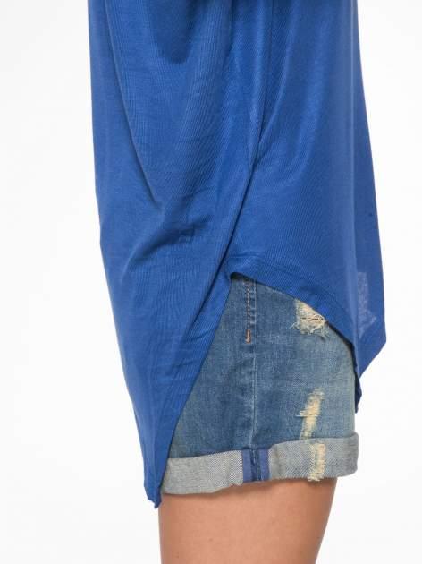 Niebieska bluzka z asymetrycznym cięciem na dole                                  zdj.                                  11