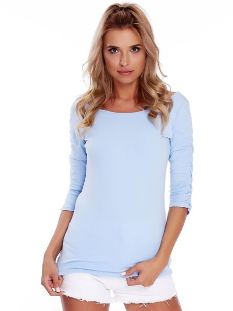 Niebieska bluzka z marszczeniem na ramionach                              zdj.                              1