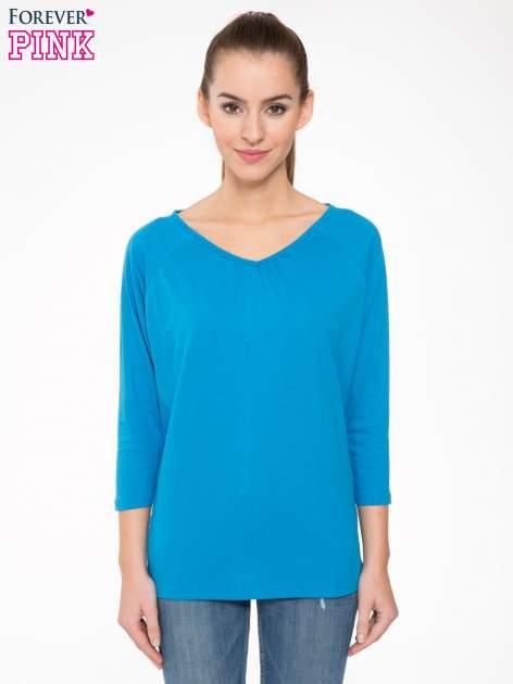 Niebieska bluzka z marszczonym dekoltem i rękawkami 3/4                                  zdj.                                  1