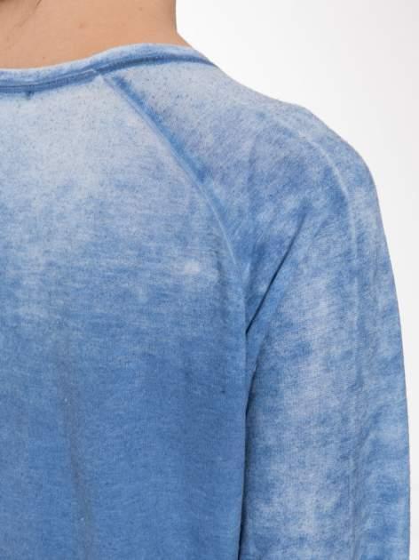 Niebieska bluzka z nadrukiem I LOVE BSL i efektem sprania                                  zdj.                                  7