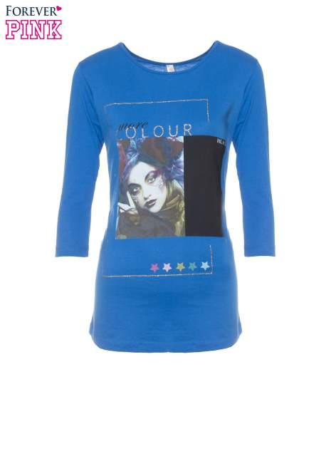 Niebieska bluzka z nadrukiem fashion i napisem MORE COLOUR                                  zdj.                                  5