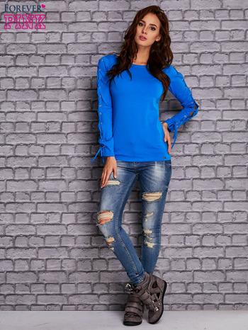 Niebieska bluzka z wiązaniem na rękawach                                  zdj.                                  2