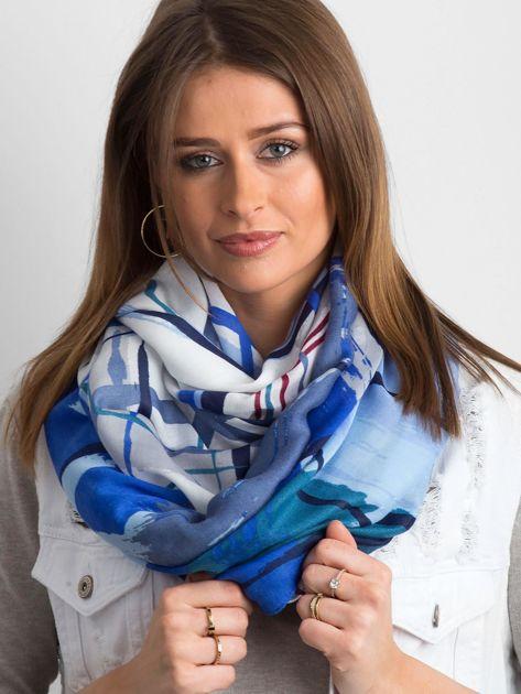 Niebieska chusta we wzory