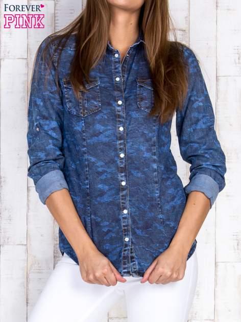 Niebieska damska koszula jeansowa w moro