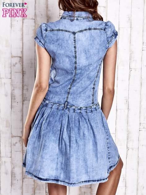 Niebieska denimowa sukienka z obniżonym stanem                                  zdj.                                  4