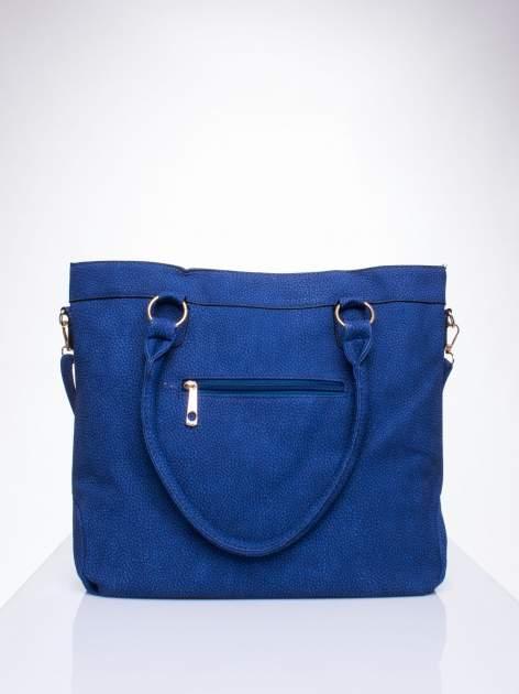 Niebieska fakturowana torebka z klamerkami                                  zdj.                                  3