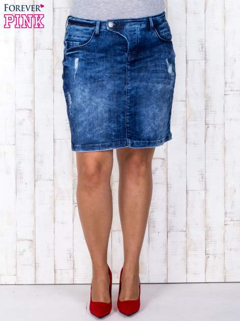 Niebieska jeansowa spódnica mini z przetarciami i kieszeniami PLUS SIZE                                  zdj.                                  2