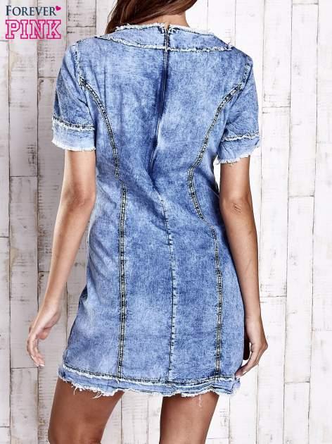 Niebieska jeansowa sukienka z surowym wykończeniem                                  zdj.                                  2