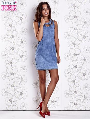 Niebieska jeansowa sukienka z wycięciami                                  zdj.                                  2