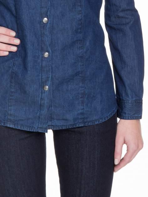 Niebieska koszula jeansowa z kieszeniami na guziki                                  zdj.                                  6