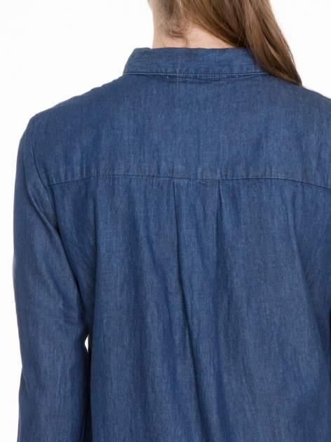 Niebieska koszula jeansowa z kołnierzykiem i krytą listwą                                  zdj.                                  6