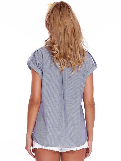 Niebieska koszula w paski z aplikacją                              zdj.                              2