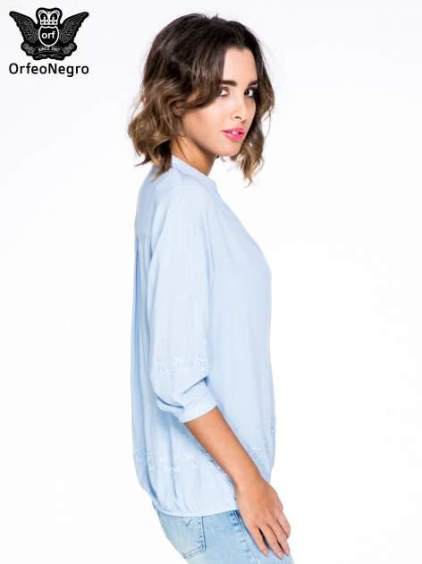Niebieska koszula w stylu boho z kwiatowym haftem                                  zdj.                                  3