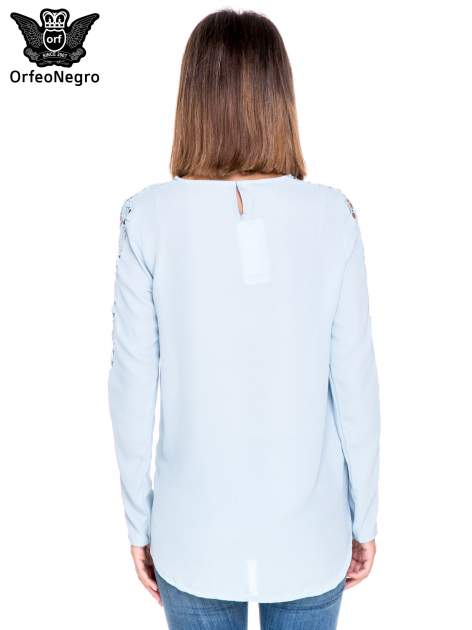 Niebieska koszula z gipiurą                                  zdj.                                  4