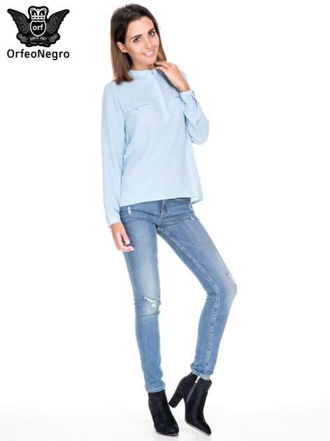 Niebieska koszula ze stójką i kieszonkami na guziczki                                  zdj.                                  2