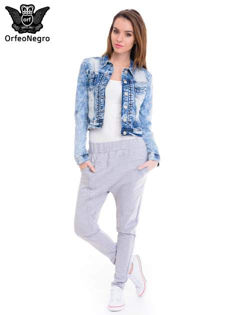 Niebieska kurtka jeansowa damska z marmurkowego denimu                                  zdj.                                  2