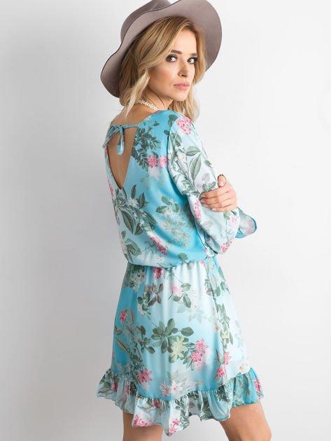 Niebieska kwiatowa sukienka z dekoltem z tyłu                              zdj.                              2