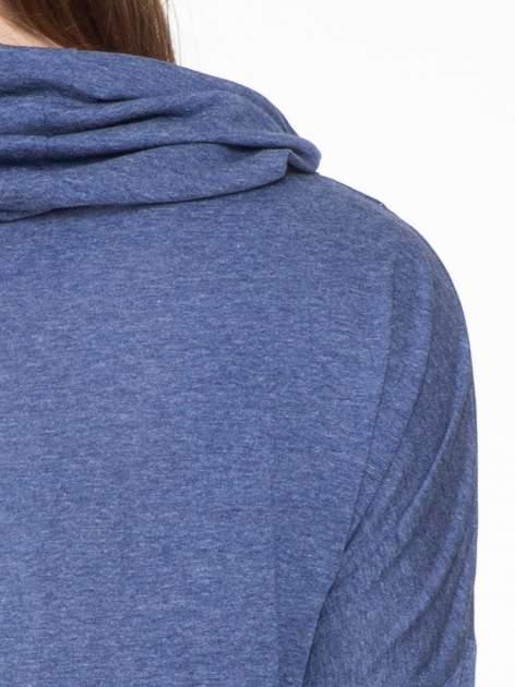 Niebieska melanżowa bluzka dresowa z kołnierzokapturem i ściągaczem na dole                                  zdj.                                  5