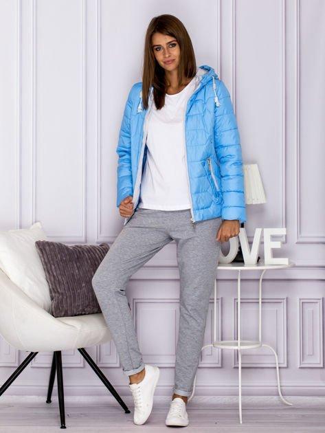 Niebieska pikowana kurtka przejściowa z ozdobnymi suwakami                              zdj.                              7