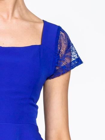 Niebieska rozkloszowana sukienka z kwadratowym dekoltem                                  zdj.                                  8